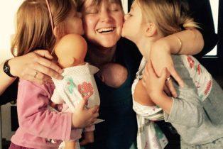 Amandine Ventadour consultante en parentalité - portage en famille